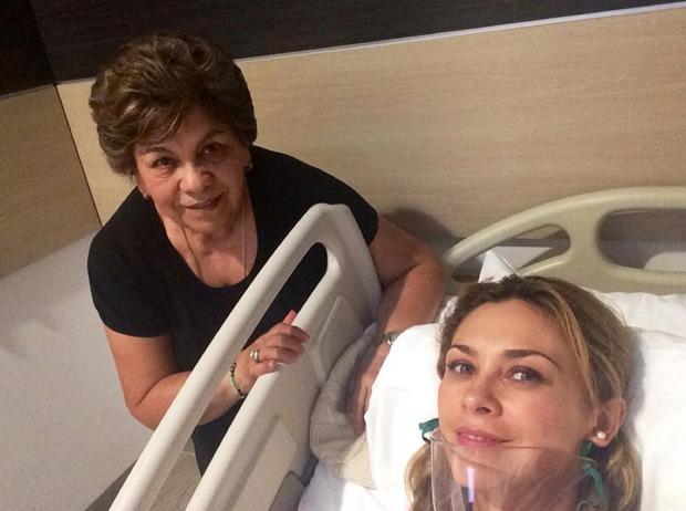 Aracely Arámbula tiene neumonía; comparte foto desde el hospital